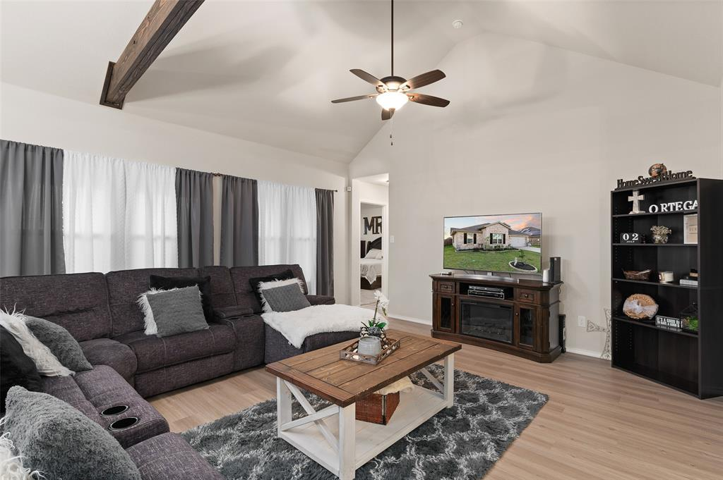 4014 Kensington  Drive, Sanger, Texas 76266 - acquisto real estate best realtor foreclosure real estate mike shepeherd walnut grove realtor