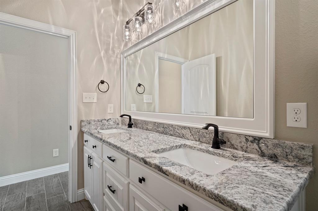 725 Glade Park  Court, Azle, Texas 76020 - acquisto real estate best real estate idx dilusso marketing mike acquisto