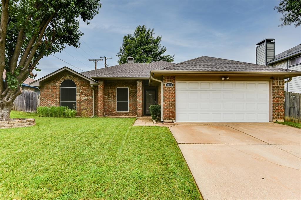 2107 Havenwood  Drive, Arlington, Texas 76018 - Acquisto Real Estate best plano realtor mike Shepherd home owners association expert