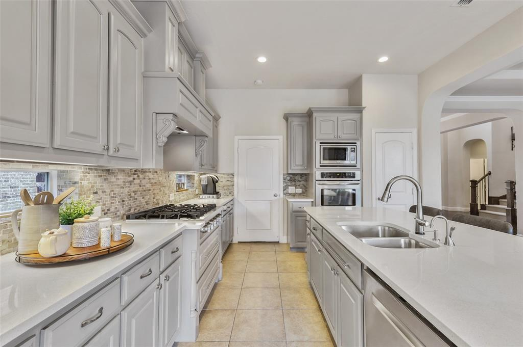 6933 Fullerton  Circle, Frisco, Texas 75035 - acquisto real estate best celina realtor logan lawrence best dressed realtor