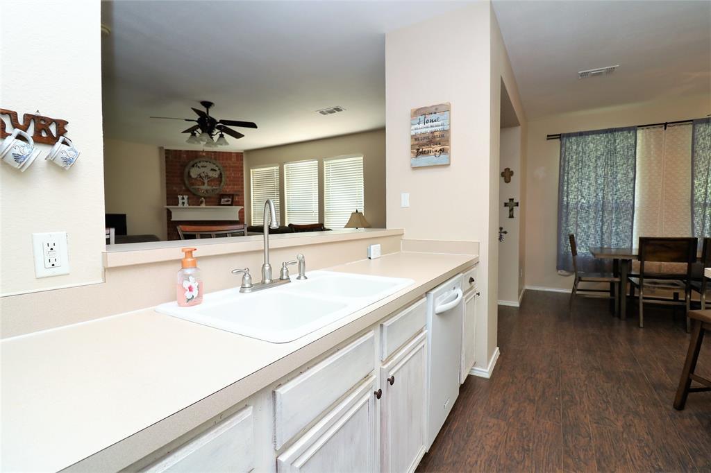 2208 Eden Green  Drive, Arlington, Texas 76001 - acquisto real estate best listing agent in the nation shana acquisto estate realtor