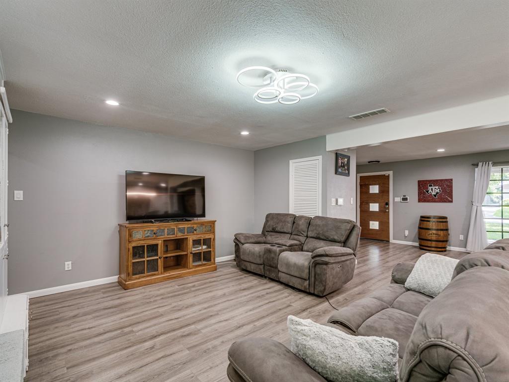 1719 Nueces  Trail, Arlington, Texas 76012 - acquisto real estate best celina realtor logan lawrence best dressed realtor