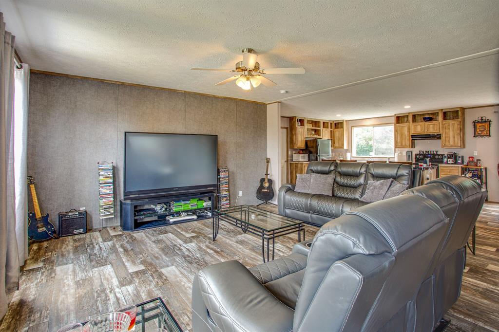 815 Whippoorwill  Drive, Granbury, Texas 76049 - acquisto real estate best prosper realtor susan cancemi windfarms realtor