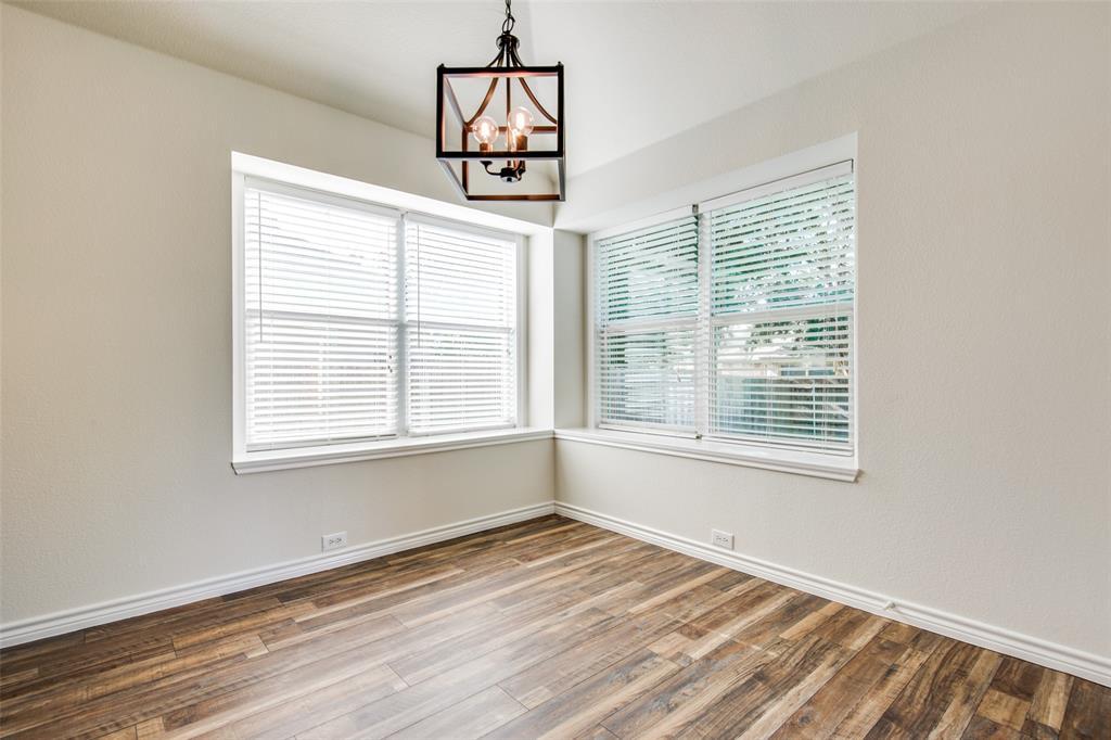 5913 Meadowglen  Drive, Denton, Texas 76226 - acquisto real estate best new home sales realtor linda miller executor real estate