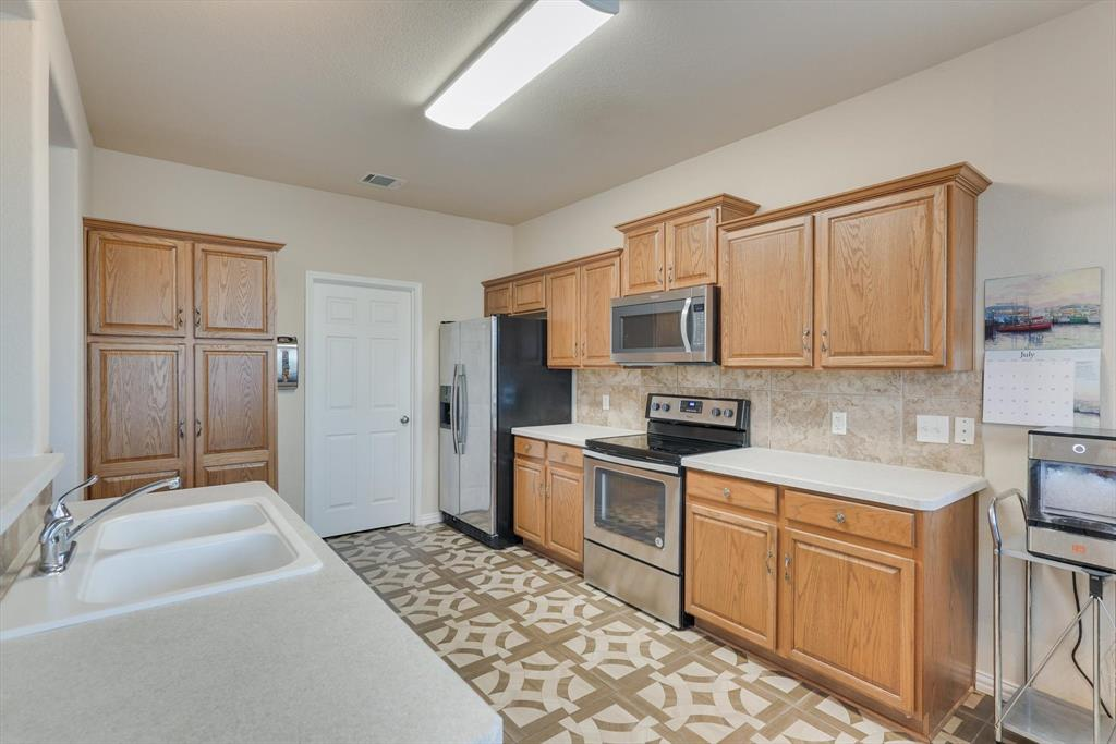 4821 Lemon Grove  Drive, Fort Worth, Texas 76135 - acquisto real estate best luxury buyers agent in texas shana acquisto inheritance realtor