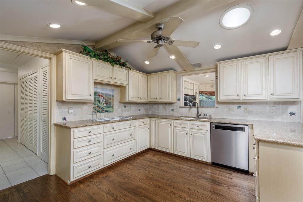 6556 Meadowcreek  Drive, Dallas, Texas 75254 - acquisto real estate best style realtor kim miller best real estate reviews dfw