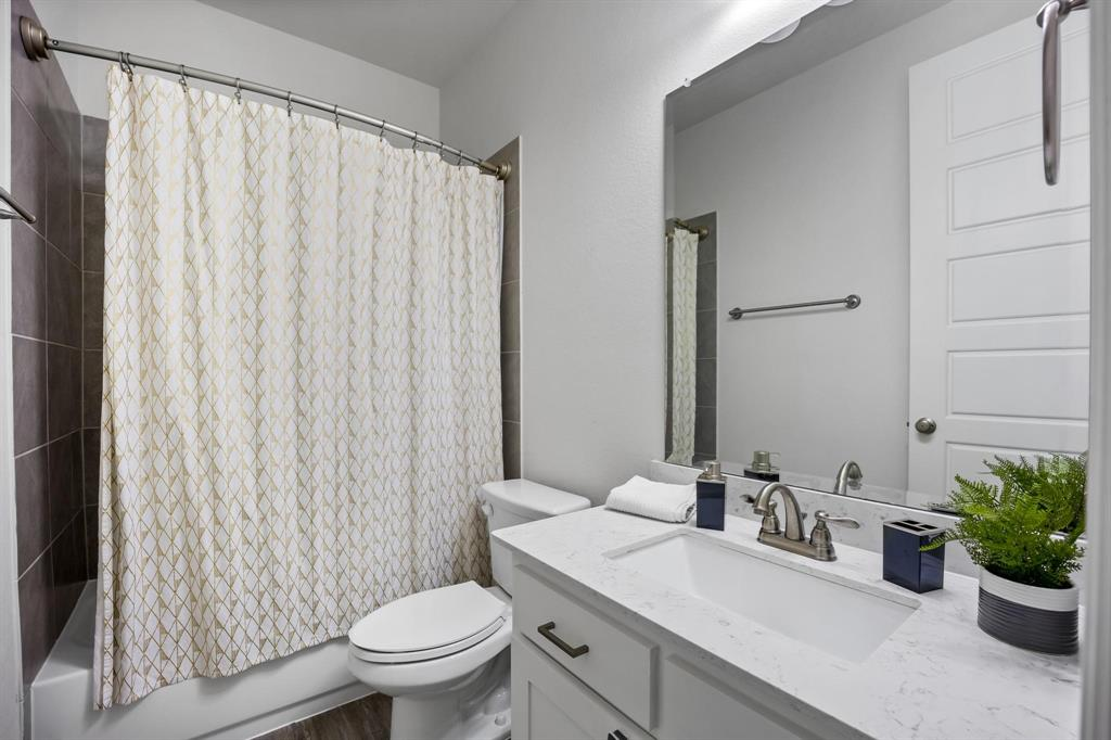 8251 Lindsay  Gardens, The Colony, Texas 75056 - acquisto real estate best plano real estate agent mike shepherd