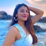 Simran Karia | Yoga 🧘🏼♀️