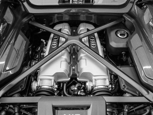 audi-r8-coupe-2020-WUAKBAFX2L7900832-4.jpeg