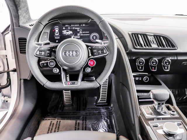 audi-r8-coupe-2020-WUAKBAFX2L7900832-5.jpeg