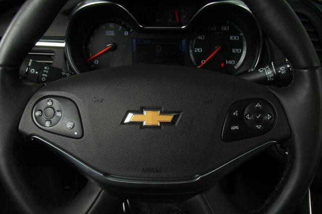 chevrolet-impala-2019-2G1105S36K9152746-10.jpeg