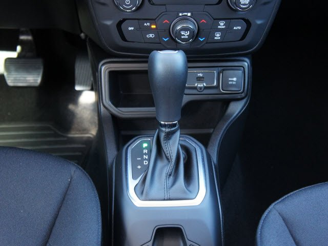 jeep-renegade-2020-ZACNJABB4LPL14995-10.jpeg