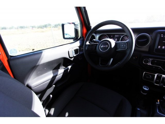 jeep-wrangler-unlimited-2018-1C4HJXDG0JW303925-10.jpeg