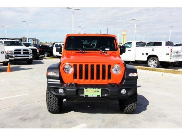 jeep-wrangler-unlimited-2018-1C4HJXDG0JW303925-2.jpeg