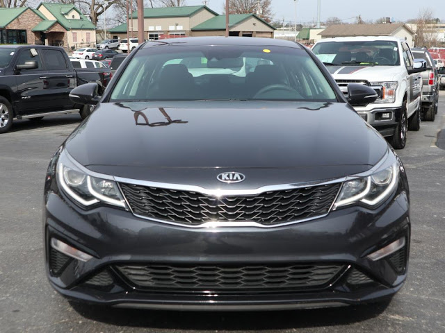 kia-optima-2019-5XXGT4L39KG279095-2.jpeg