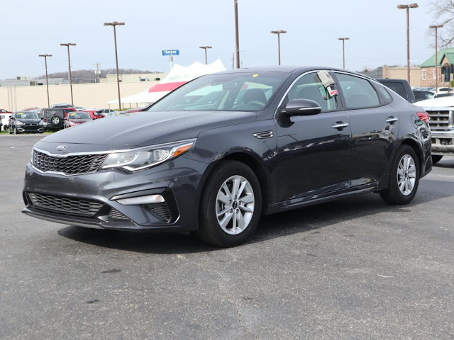 kia-optima-2019-5XXGT4L39KG279095-3.jpeg