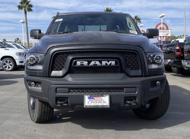 ram-1500-classic-2019-1C6RR6GT0KS694705-2.jpeg
