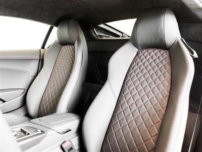 audi-r8-coupe-2020-WUAKBAFX2L7900832-6.jpeg