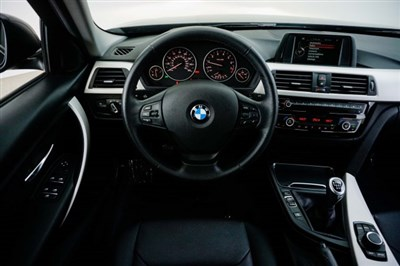 bmw-3-series-2017-WBA8A9C3XHK622645-10.jpeg