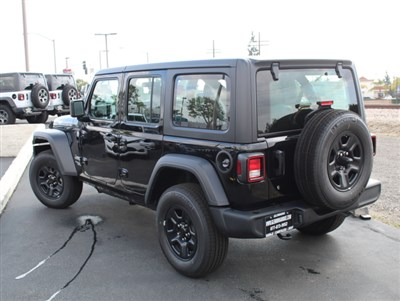 jeep-wrangler-unlimited-2020-1C4HJXDG0LW185619-3.jpeg