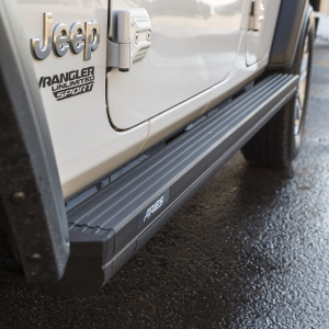ARIES ActionTrac™ powered running boards on Jeep JL rocker panels