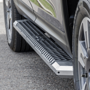 ARIES AdvantEDGE truck running boards with aluminum treads