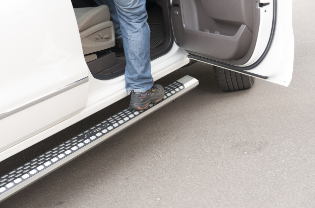 ARIES AdvantEDGE™ truck steps step up