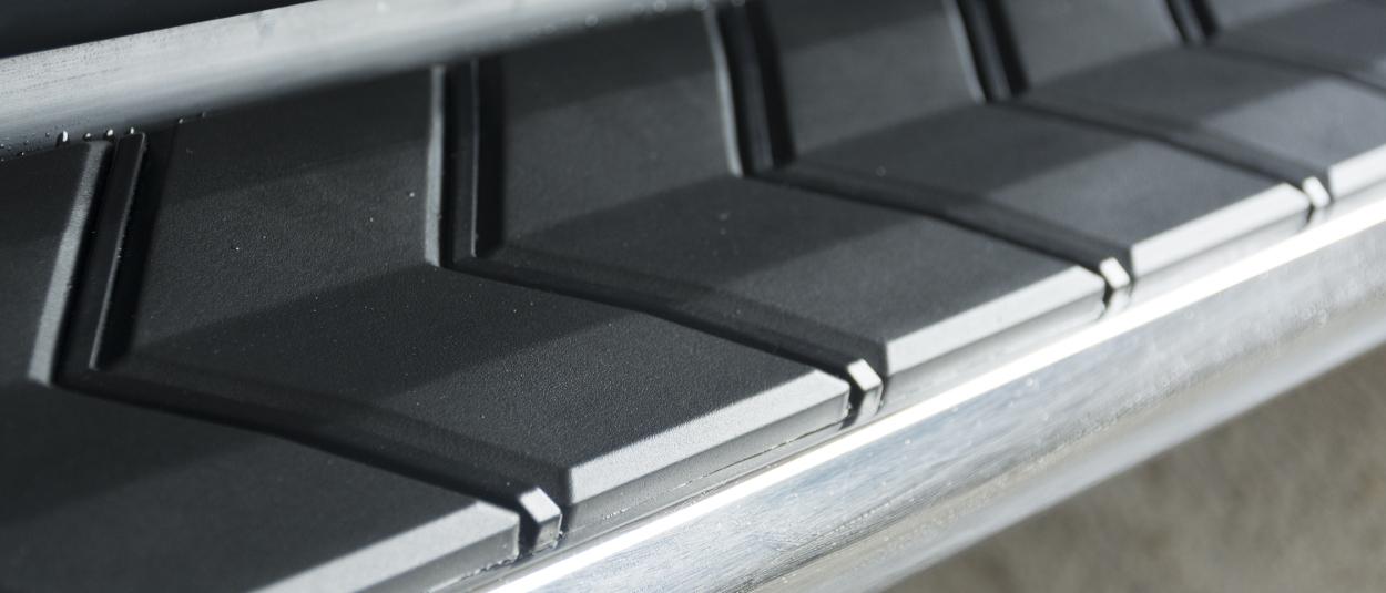 ARIES AeroTread® SUV running boards chevron treads