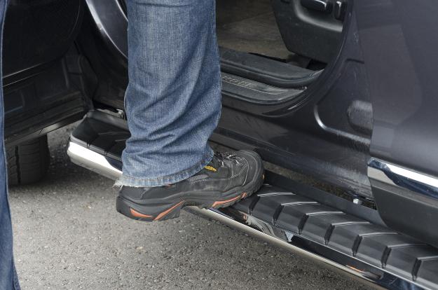 ARIES AeroTread® SUV running boards step up on Toyota Highlander