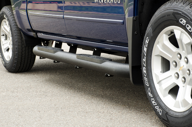 ARIES Big Step™ side bars on Chevrolet Silverado 1500