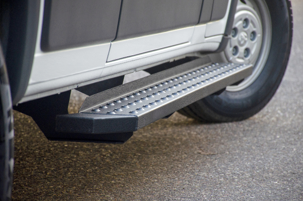 ARIES RidgeStep® black running boards angular design
