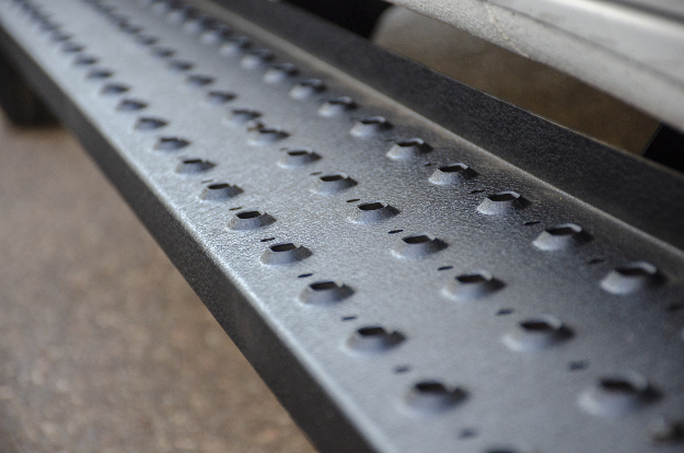 ARIES RidgeStep® steel running boards raised treads