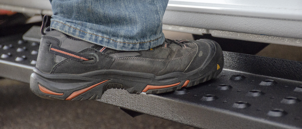 ARIES RidgeStep® steel running boards - work shoe