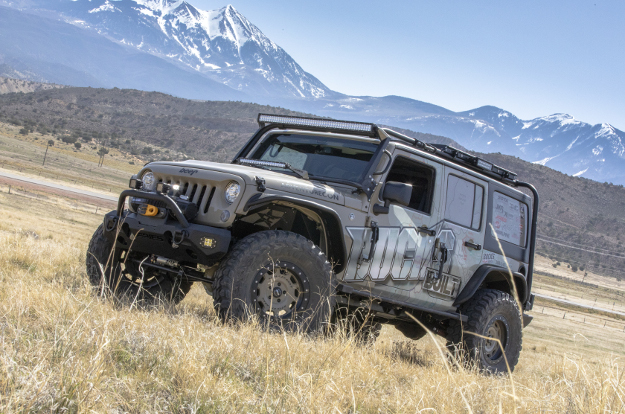 Offroad 2017 Jeep Wrangler JK Unlimited with ARIES TrailChaser® bumper - mountains