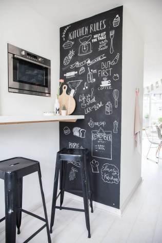 Scritte lavagna su parete verticale cucina