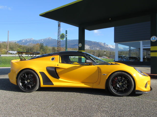 Lotus exige 430 cup solid yellow