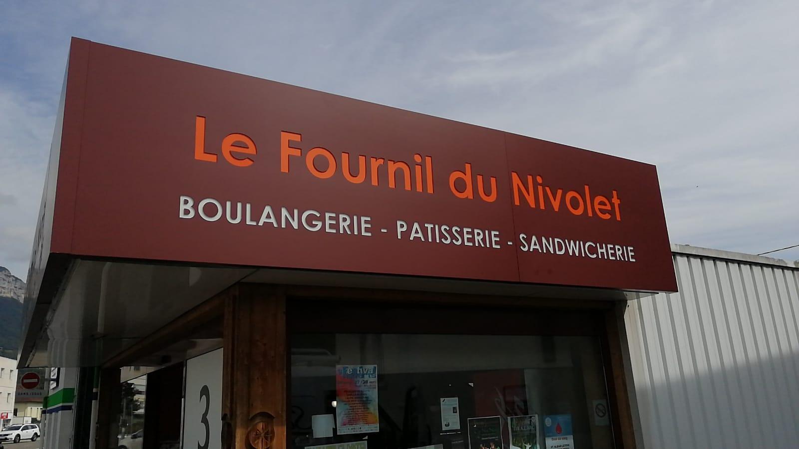 ENSEIGNE CAISSON ÉVIDÉ - LE FOURNIL DU NIVOLET - SAVOIE PUB