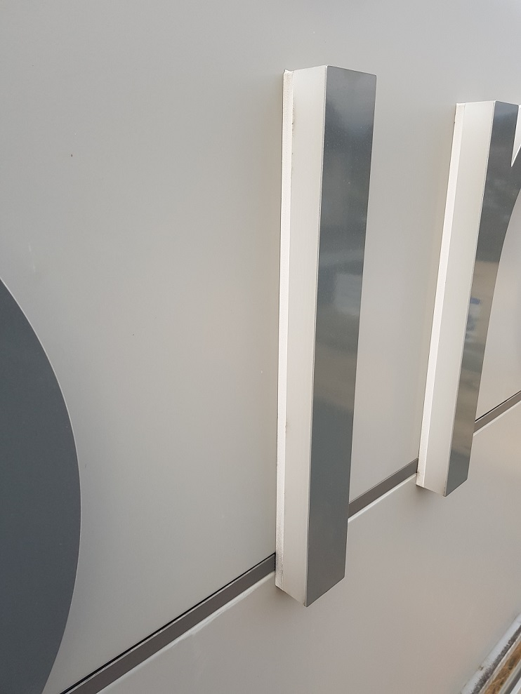 LETTRE BLOC LED - FACE ALUMINIUM BROSSÉ - 73000 - SAVOIE PUB (1)