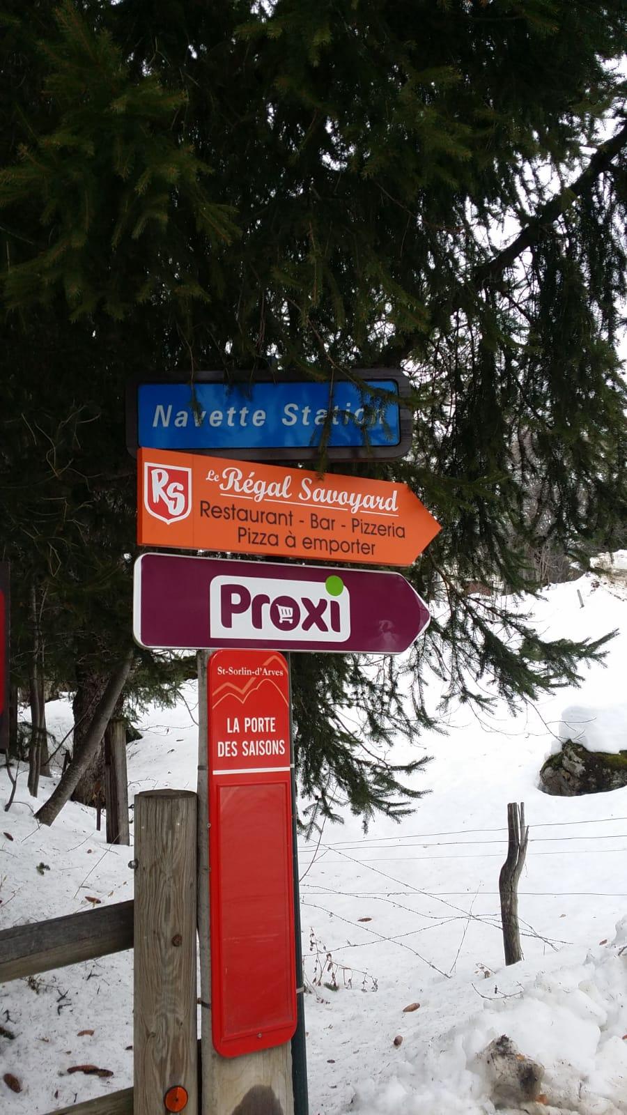 SIGNALÉTIQUE - PANNEAU DIRECTIONNEL - LE REGAL SAVOYARD - Saint-Sorlin-d'Arves - SAVOIE PUB