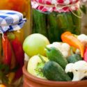 Sauer eingelegtes Gemüse
