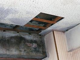 賃貸アパートの退去時に水漏れが発覚。原状回復費用の負担区分は?
