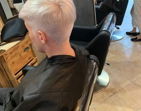 coupe de cheveux courte Auray