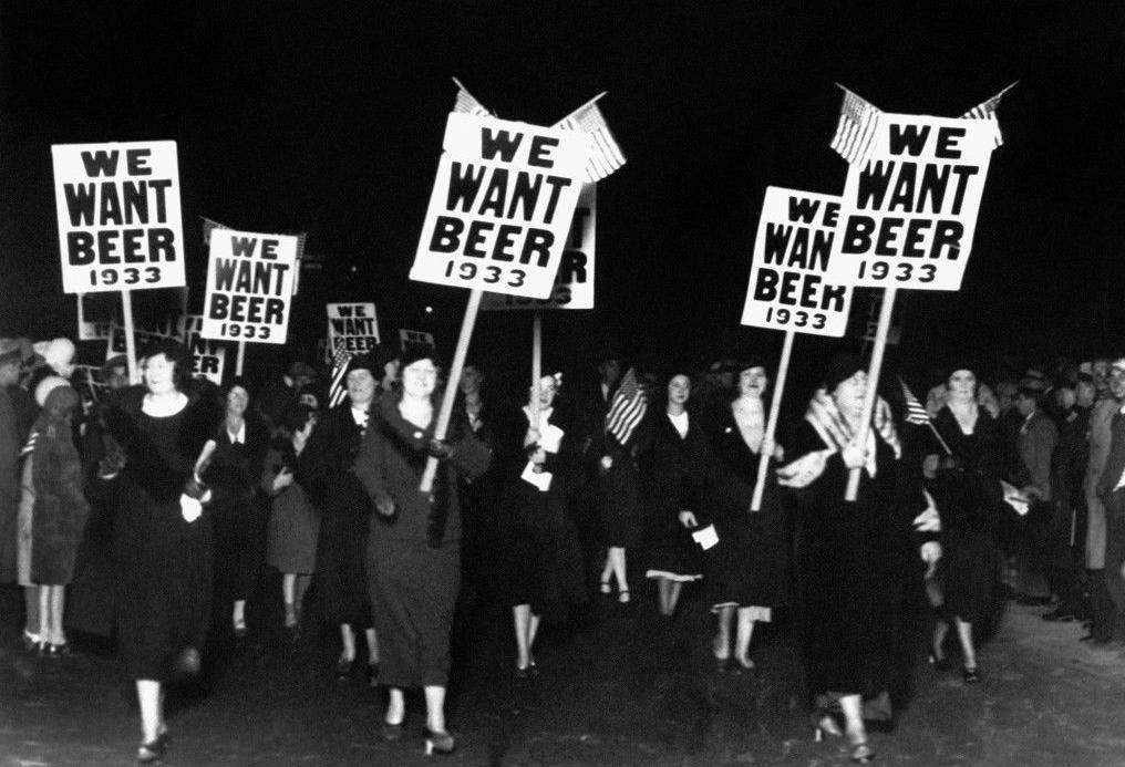 femmes prohibition manifestation bières