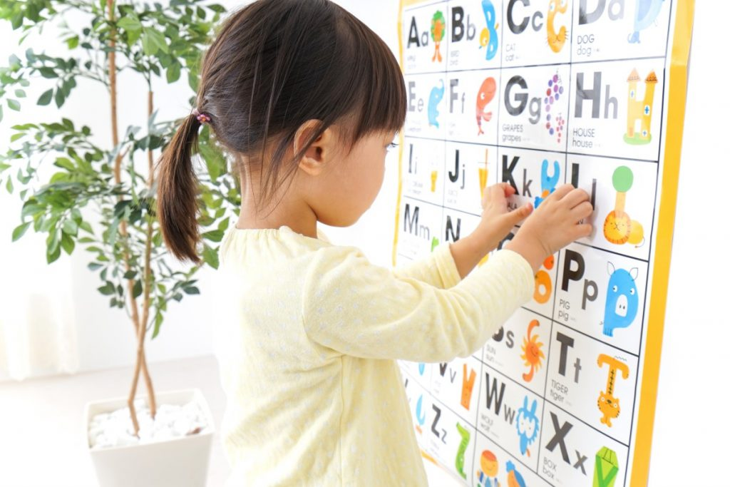 teaching preschooler phonics