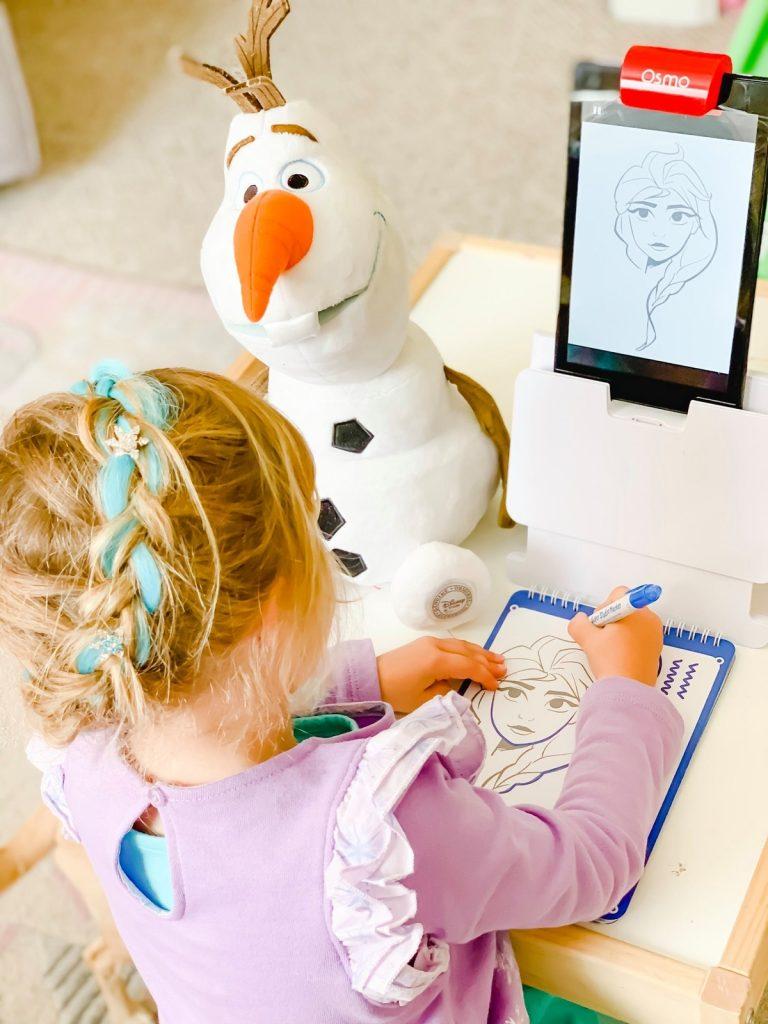 Kids playing Disney Frozen 2 drawing game