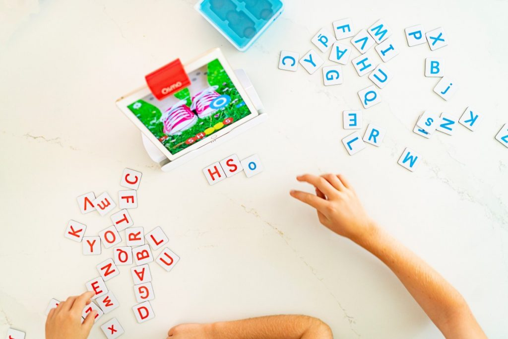 Play Osmo Genius Words game