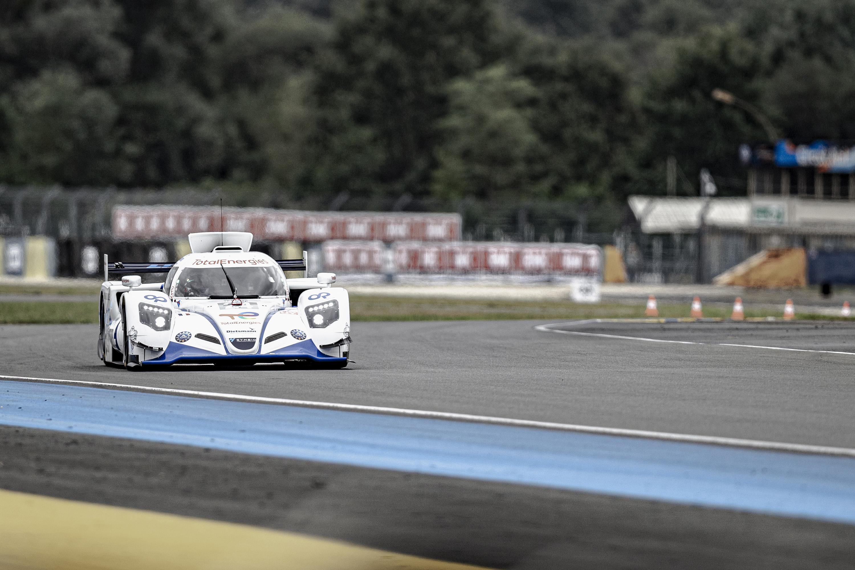 Premiers tours de roues sur le grand circuit du Mans (13,6 km) pour la H24. (image copyright Paul « PHD » Davidson)