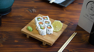 mr.-dim-modern-asian-eatery-spicy-sake-roll