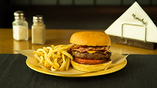 munchy`s-cheddar-bacon-burger
