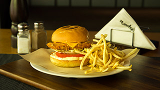 munchy`s-fried-chicken-burger